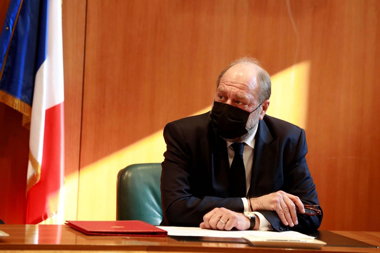 """Pour le garde des Sceaux, """"il s'agit aussi de montrer aux Français qu'il est plus difficile de rendre la justice dans un tribunal qu'au café du commerce""""."""