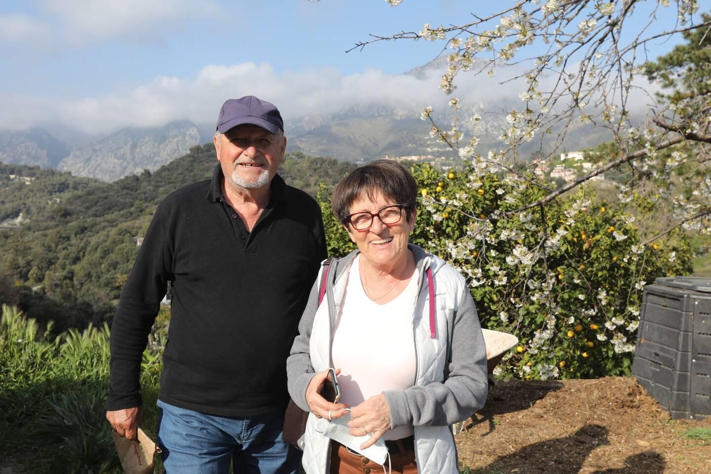 Jean-Claude et Viviane Gaziello sont adhérents de l'association pour la protection du citron de Menton. Ils sont venus chercher leurs larves vendredi. Une première !