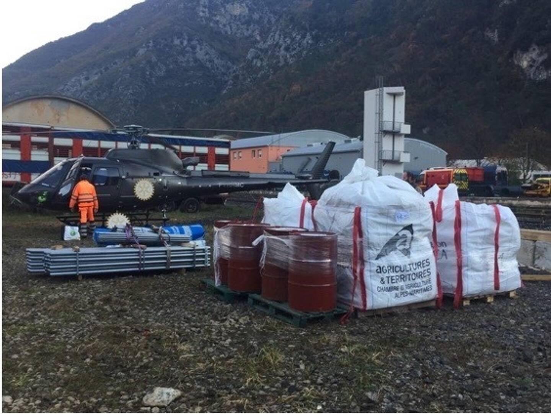 Livraison de foin, apport de matériel, location de camions... les actions du Rotary sont variées.