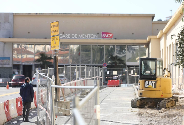 Les travaux préparatoires ont commencé, autour de la gare SNCF.