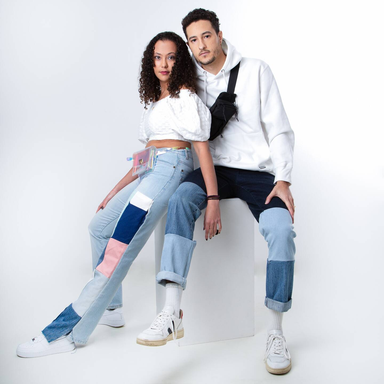 Solène Travers et Marc Sauvage, deux étudiants entrepreneurs varois, envisagent de lancer une campagne de crowdfunding pour lever des fonds et créer une communauté sur les réseaux sociaux autour du recyclage de nos vieux jeans.