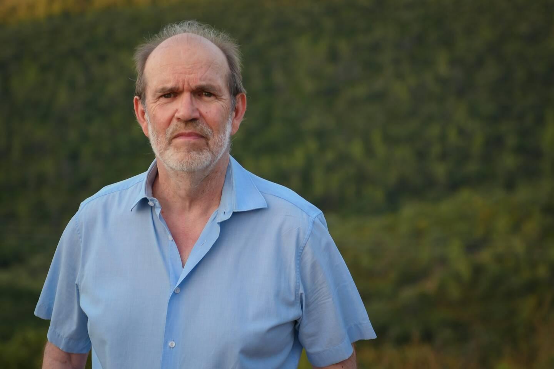 Né à Toulon en 1954, mais Hyérois depuis 1984, Jean-Luc Pouliquen nous introduit dans le cercle solaire des poètes de Provence et du Pays d'Oc.