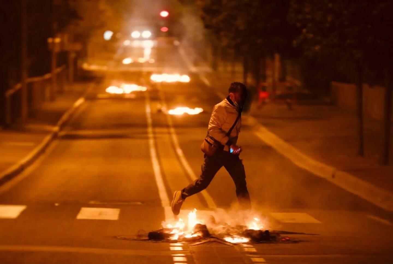 Des incendies ont été allumés dans la rue des Buissons-Ardents