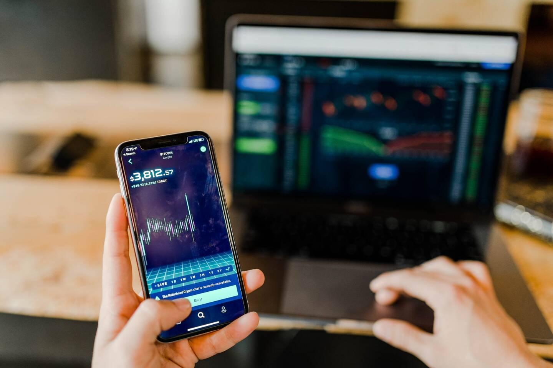 Les cryptomonnaies s'achètent sur des plateformes de brokers en ligne.