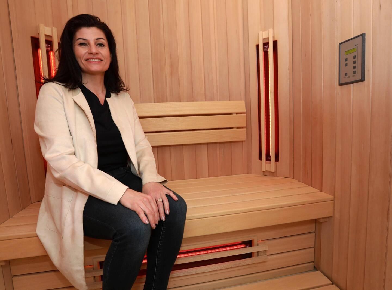 Plus rapide qu'un sauna et plus facile à désinfecter entre chaque passage, l'Infracab'In présente moins de contraintes. Selon Estelle Scherrer, son utilisation renforcerait, entre autres, les défenses immunitaires.