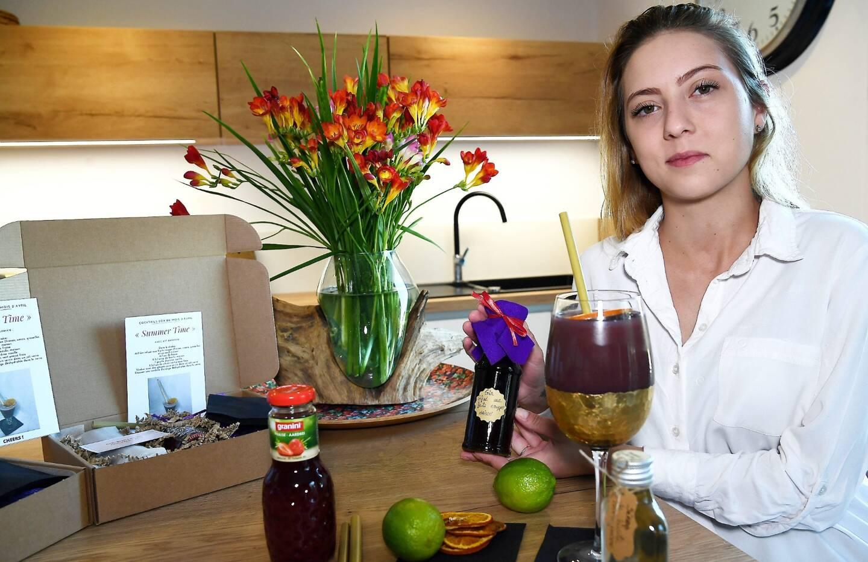 Avec ses Cocktails Box, Lola Bolay a trouvé la recette pour apporter un supplément d'âme à nos apéros confinés.