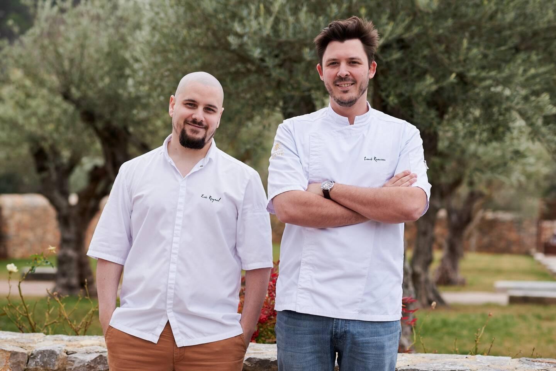 """Le chef Louis Rameau et le chef pâtissier Eric Raynal, déjà recompensés d'une étoile verte au guide Michelin cette année, ont reçu la plus belle récompense dans la catégorie """"restauration au vignoble"""" au Trophée de l'Oenotourisme."""