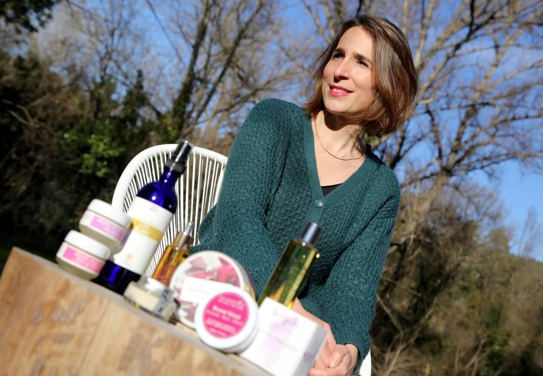 Isabelle Vitalis a lancé Mes Cosmétiques français pour promouvoir les nombreux artisans cosmétiques français, labellisés bio –ils sont plus de 800 en France– et favoriser l'économie locale.