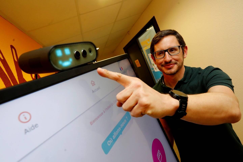 Créée seulement depuis septembre 2020 par Jonathan Bocquet, radiologue à Toulon, et deux de ses associés, la startup toulonnaise Mootion connaît déjà du succès avec sa borne sans contact.