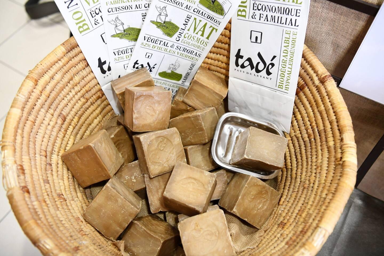 100% naturel, à base d'huile d'olive et de laurier, ce savon a de nombreux bienfaits. Il est signé Tadé.