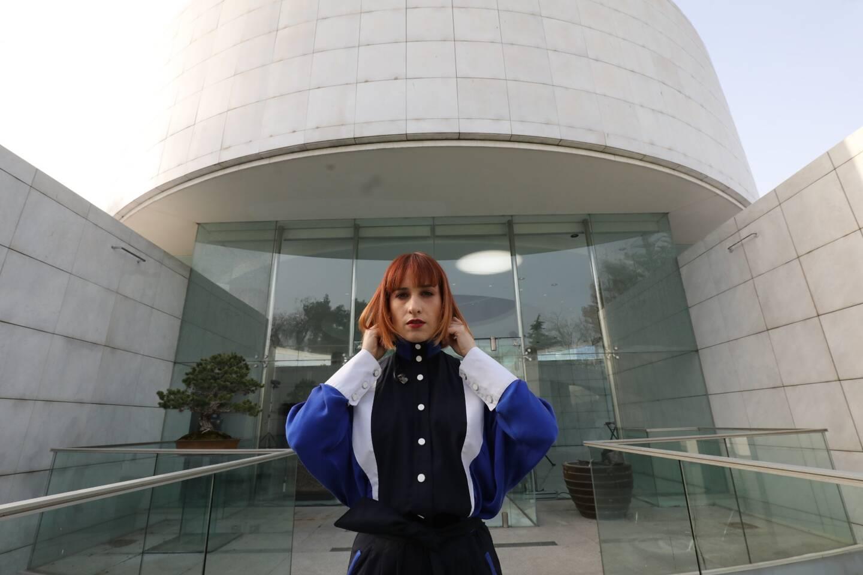 Suzane devant le Musée des Arts asiatiques
