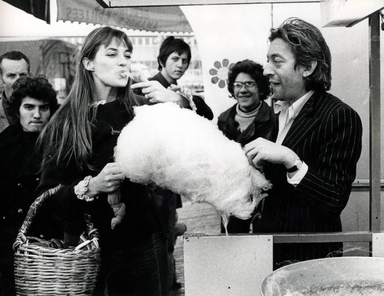 Jane Birkin et Serge Gainsbourg à la fête foraine de Nice, en 1973.