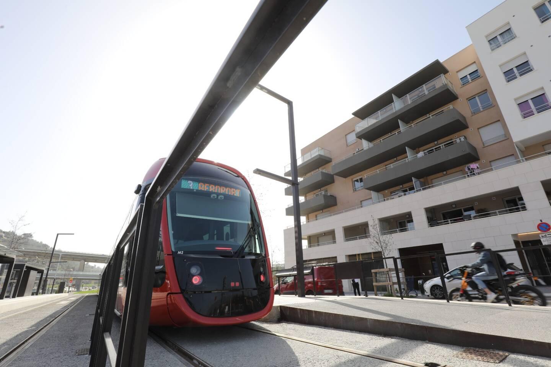En 2019, la ligne 3 du tram a rallié le coeur du quartier de Saint-Isidore. Le village est clairement métamorphosé...