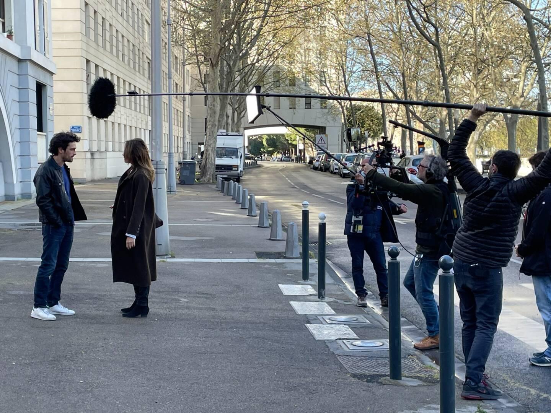En plein tournage, dans une rue de Montpellier.