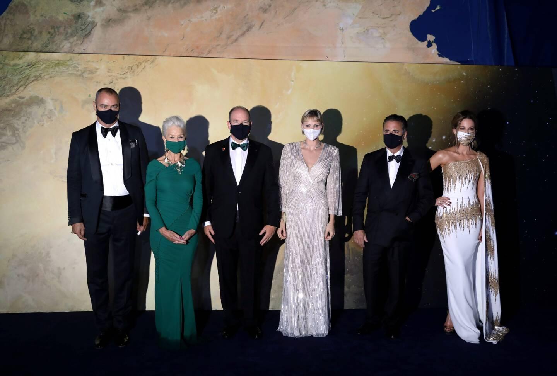 Le couple princier et ses invités du soir: Helen Mirren, Andy Garcia et Kate Beckinsale derrière les masques.