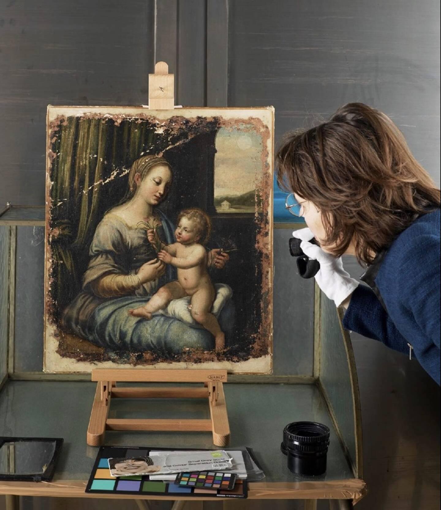L'experte en histoire de l'art Laure Chevalier a étudié cette oeuvre très ancienne durant neuf ans, croisant recherches scientifiques et investigations historiques.