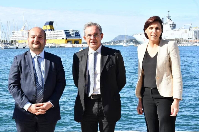 David Rachline, Thierry Mariani et Laure Lavalette en campagne sur le port de Toulon ce matin.