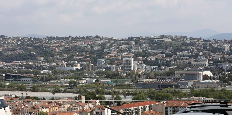 Urbanisation sur les collines, dans les plaines.