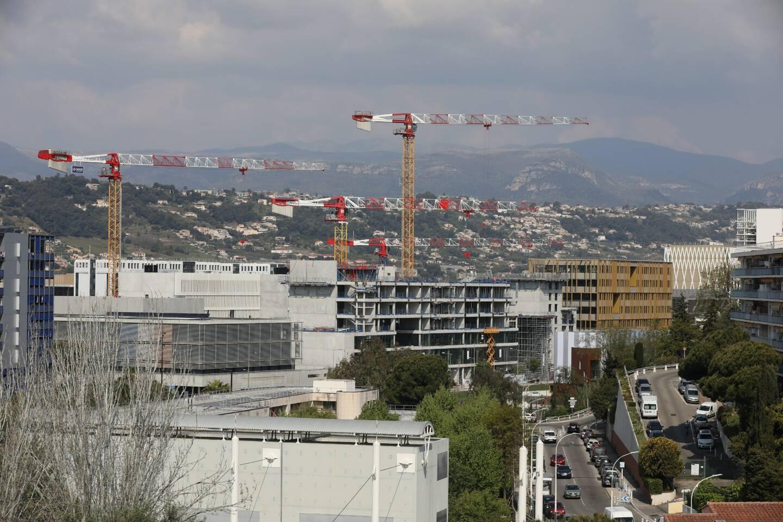 Des immeubles en construction à l'Ouest de Nice, dans la plaine du Var.