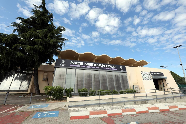Le bâtiment qui fait face à l'entrée de l'autoroute date de 1983. Le Cacel, comme il est encore appelé parfois sera remplacé par des complexes sportifs qui restent implantés dans le quartier des Moulins, à l'ouest de Nice.