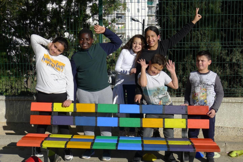 """Les Robin des bancs sont des """"semeurs"""": pour faire grandir leur combat, ils interviennent auprès des enfants, comme ici à l'école de La Florane à Toulon."""