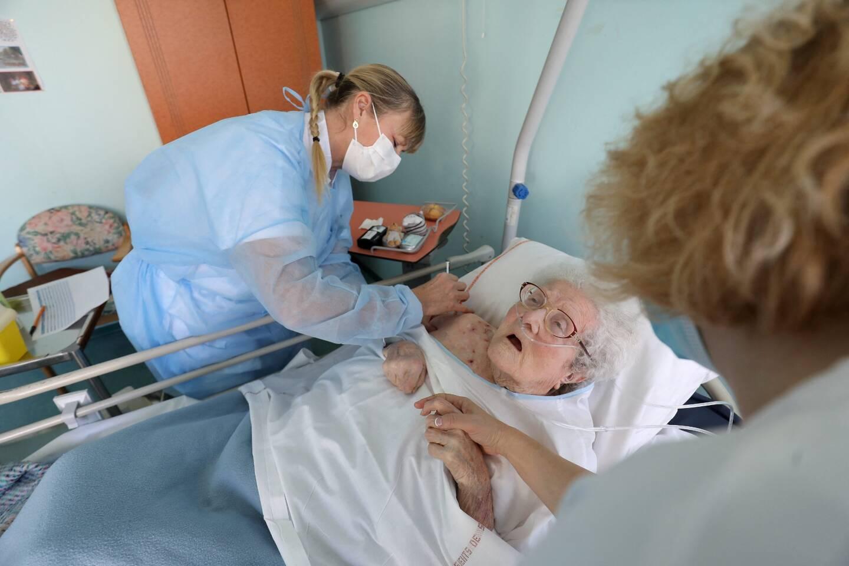 Madame Peschard, 95 ans, est une des premières résidentes à s'être fait vacciner contre la Covid-19.