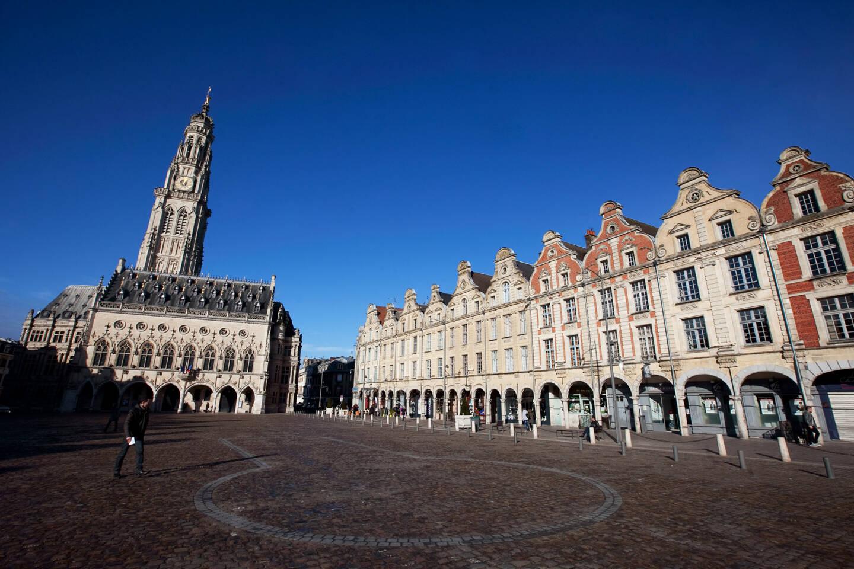 Place des Héros à Arras avec le Beffroi, élu monument préféré des Français en 2014.