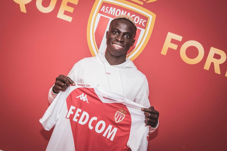 L'ailier droit de 21 ans, également capable d'évoluer à gauche, compte 16 sélections (1 but) avec le Sénégal.