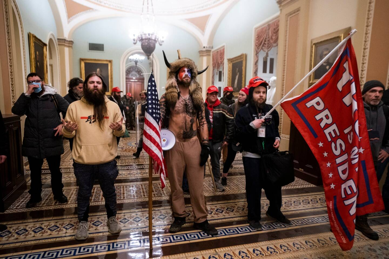 Les militants pro Trump dans le Capitole, à Washington.