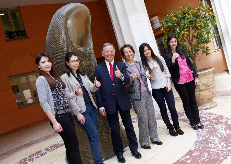 Quatre étudiantes de l'université Erevan reçues à la mairie de Nice. (Olivier Orgeron)