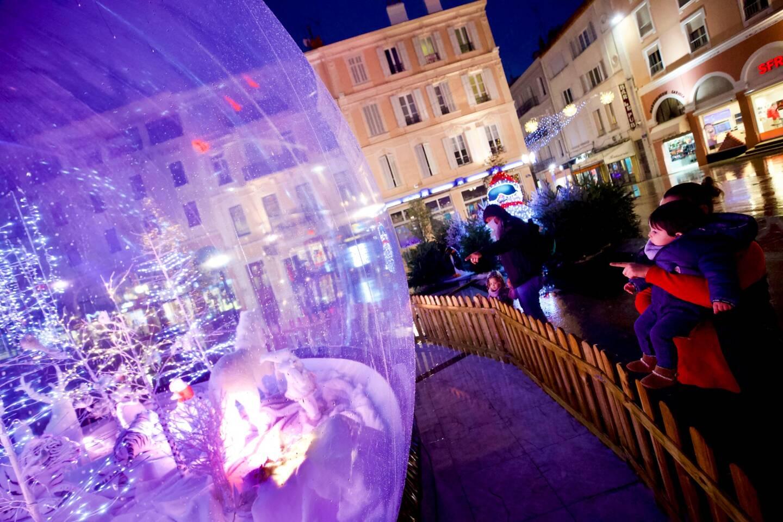 A Saint-Raphaël, les illuminations installées par l'entreprise Serradori ont du succès.