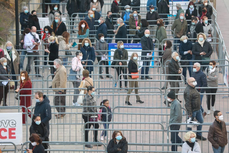 La file d'attente devant le palais des Expositions, où plus de 5.000 personnes sont attendues ce vendredi.