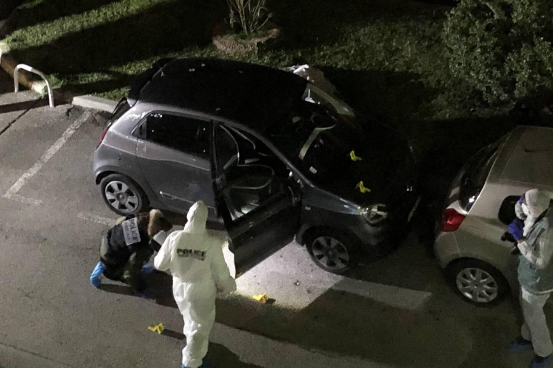 Hier soir, sur la scène de crime, la police scientifique a procédé aux premiers relevés qui serviront à l'enquête.