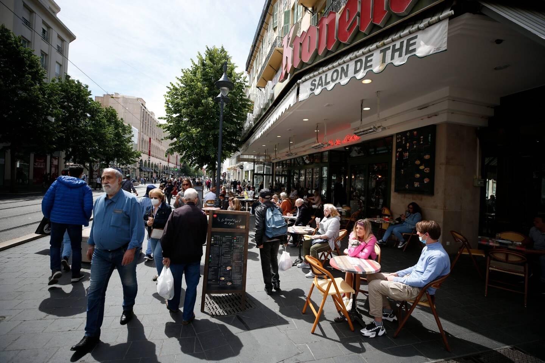 Il y avait foule sur l'avenue Jean-Médecin, à Nice, ce mercredi matin.