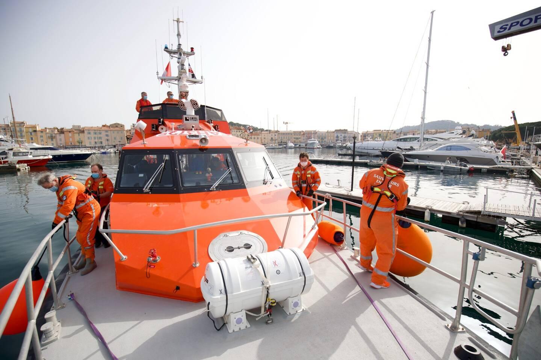 Illustration: le Bailli de Suffren III de la SNSM dans le port de Saint-Tropez.