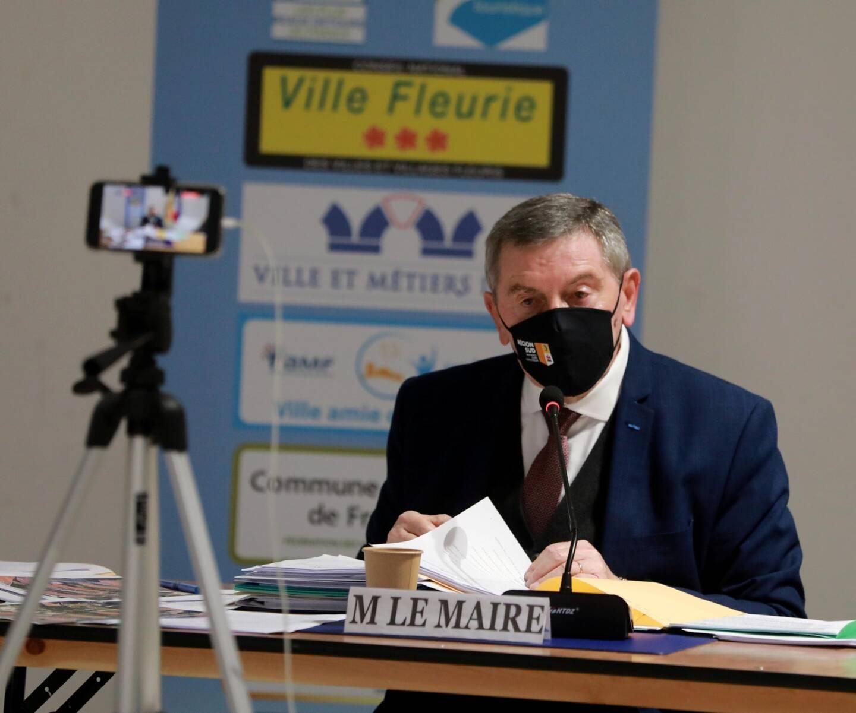 Le maire d'Ollioules, Robert Beneventi, lors du conseil municipal ce samedi matin.