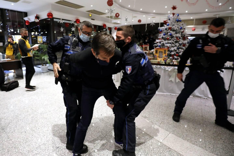Ce vendredi, les formateurs, des anciens du Raid, ont formé les policiers municipaux lors d'exercices de mises en situations réelles.