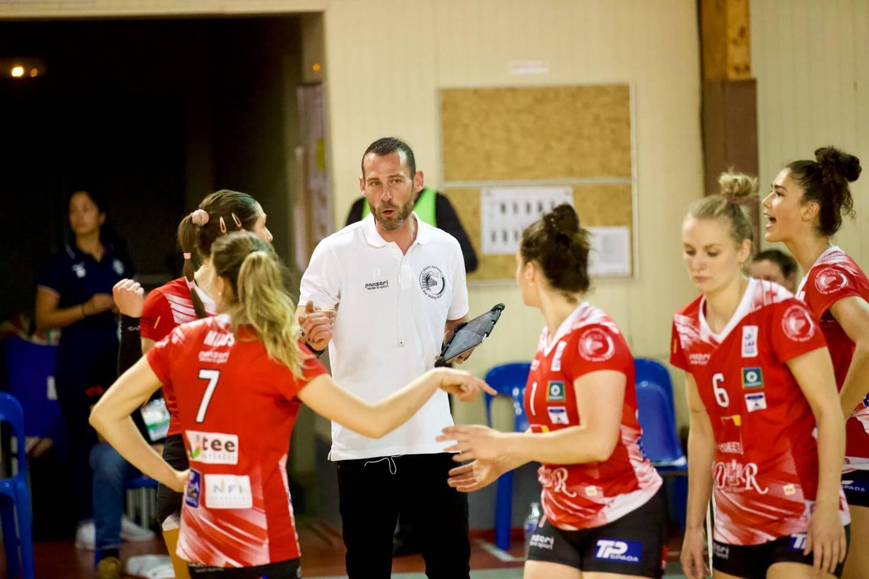 Le coach raphaëlois Alexis Farjaudon intègre le staff de l'équipe de France féminine.