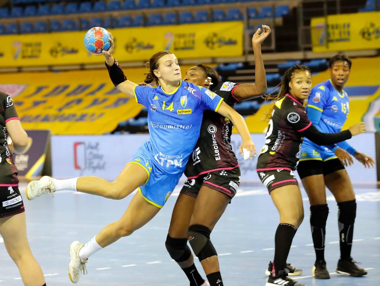 """""""L'objectif est de jouer un maximum de matches, tout en conservant une équité entre tous les clubs et en respectant l'intégrité physique des joueuses"""", a estimé la Ligue féminine de handball."""