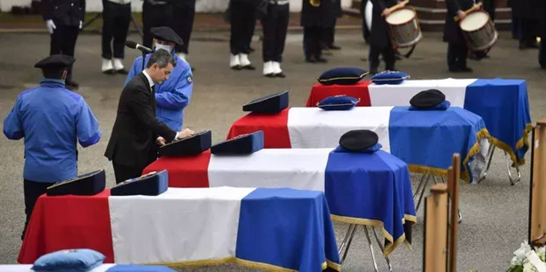 Une cérémonie d'hommage national a eu lieu ce mardi à Chambéry, une semaine après l'accident d'hélicoptère qui a coûté la vie à cinq secouristes à l'entraînement, en présence du ministre de l'Intérieur Gérald Darmanin.