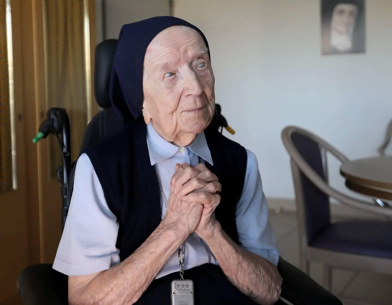 Soeur André (ici en 2019), doyenne des Européens, est résidente à l'Ehpad Sainte-Catherine-Labouré, à Toulon.