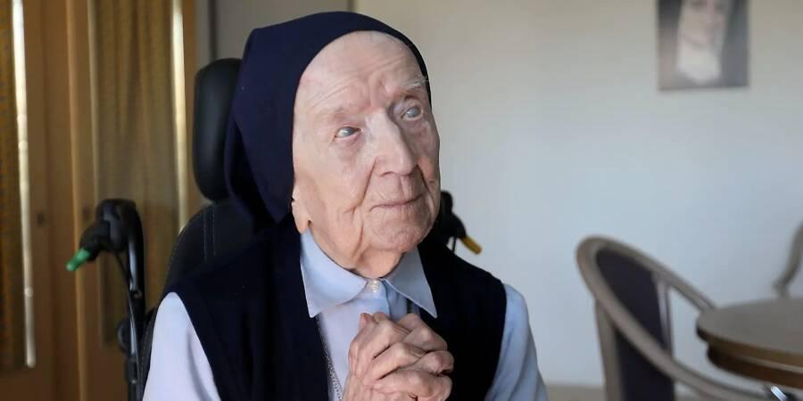 La Toulonnaise Sœur André, doyenne des Européens à 117 ans, a réussi à  vaincre la Covid-19 - Var-Matin