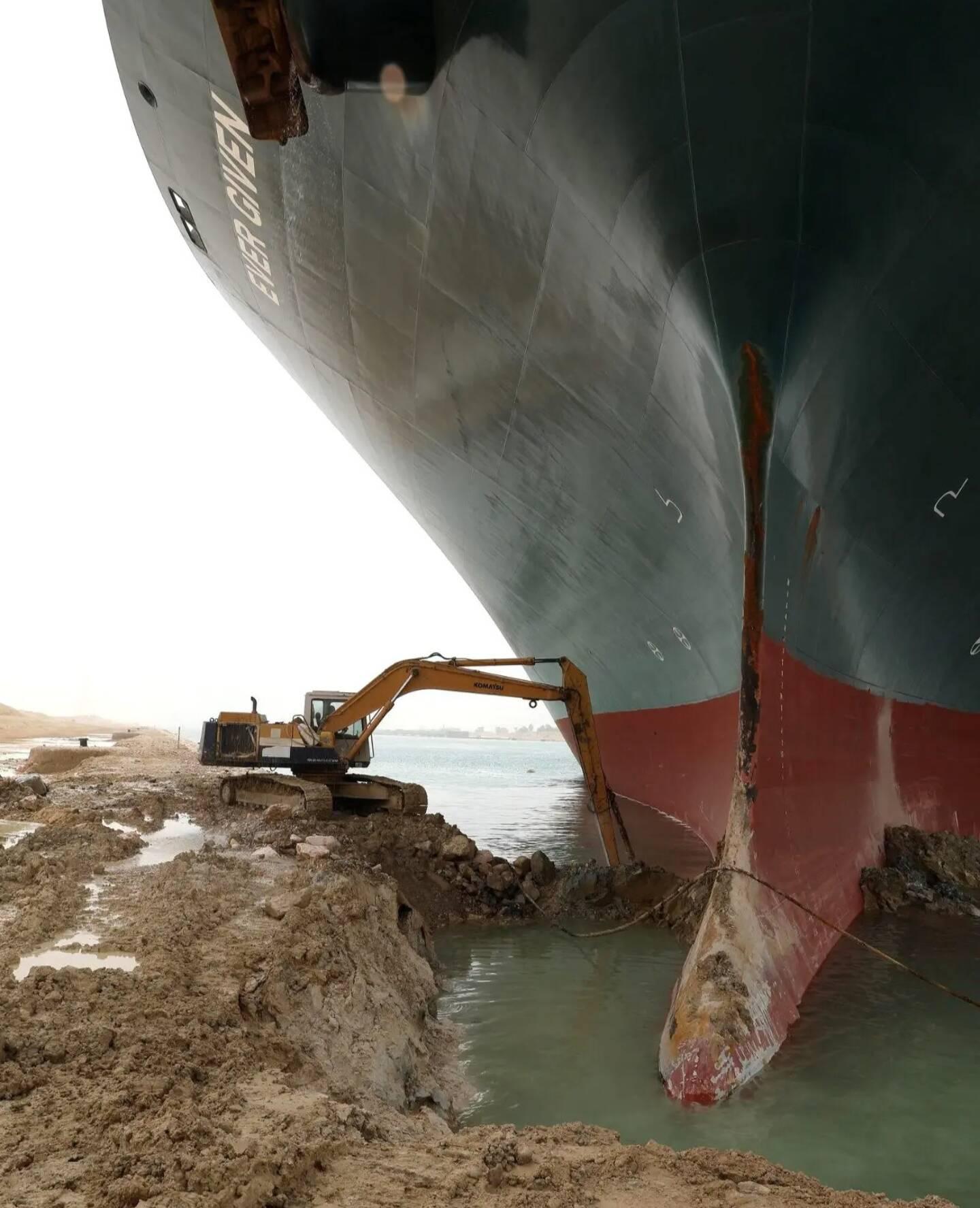 Le navire qui bloque le canal de Suez.
