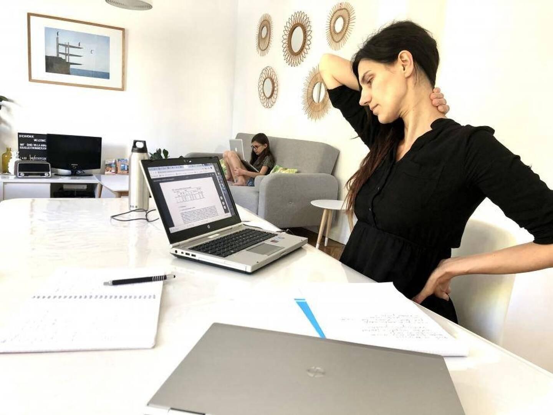 Travailler depuis son domicile peut certes présenter des avantages (le calme, l'absence de trajets) mais aussi des inconvénients physiques douloureux.