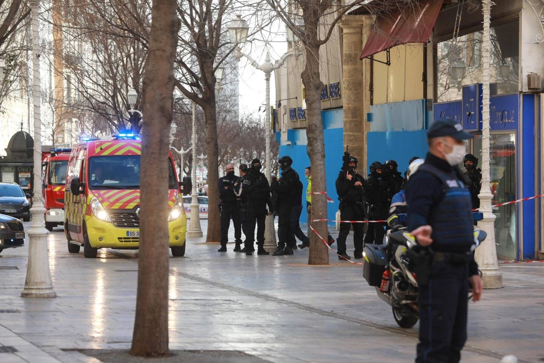 Un important dispositif avait été déployé ce lundi aux abords de la rue Garibaldi à Toulon, près du cours Lafayette.