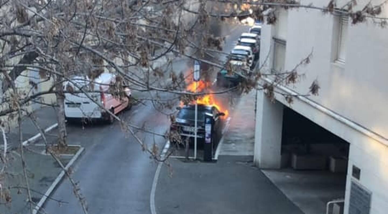 Les secours sont intervenus pour un véhicule en feu à Antibes.