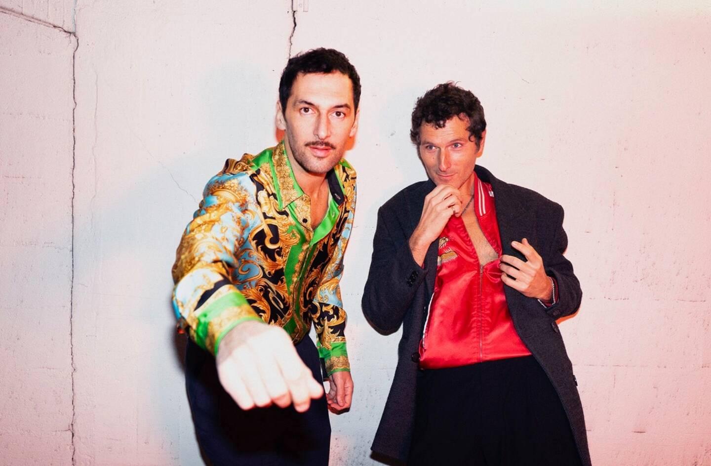 Le duo AaRon jouera lors de la deuxième soirée des Nuits Guitares. Izïa assurera la première date au Jardin de l'Olivaie, à Beaulieu-sur-Mer.