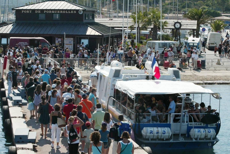 Le 13 juillet 2020, le pic de fréquentation de Porquerolles a été tel que l'alimentation en eau de l'île a été rompue.