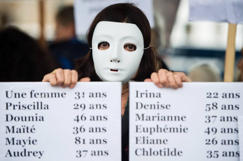 Pancartes portant les prénoms de femmes tuées en 2019 en France, brandies lors d'une manifestation en novembre 2019 à Marseille.