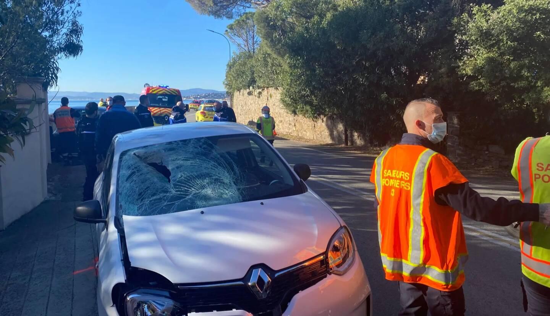 L'état du véhicule qui a heurté deux piétons en dit long sur la violence du choc.